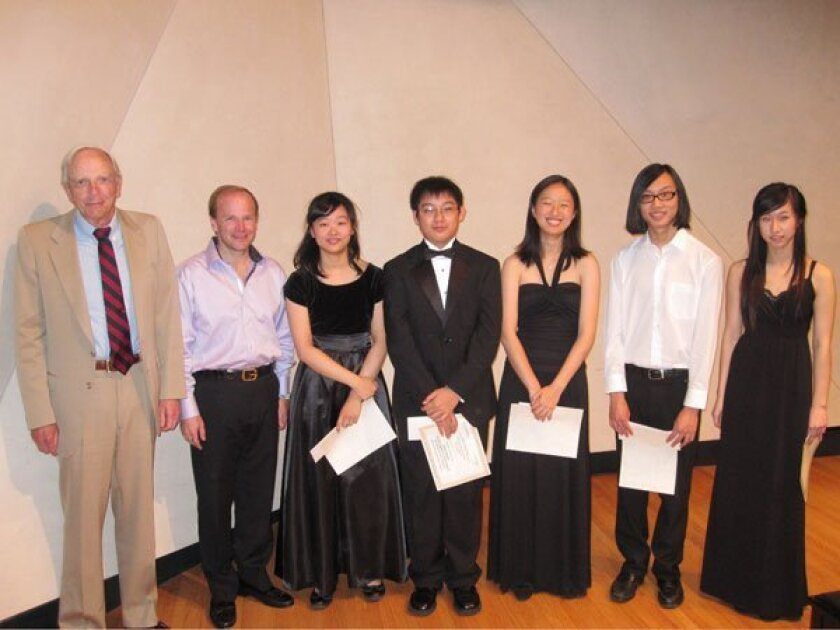 From left: President of Advocates for Classical Music Ron Bierman and Artistic Director of the San Diego Youth Symphony and Conservatory Jeff Edmons with finalists Carolyn Lee, Pin Cheng (Leonard) Chen, Alice Fang, Jarvis Chang and Meagan Wu. Courtesy
