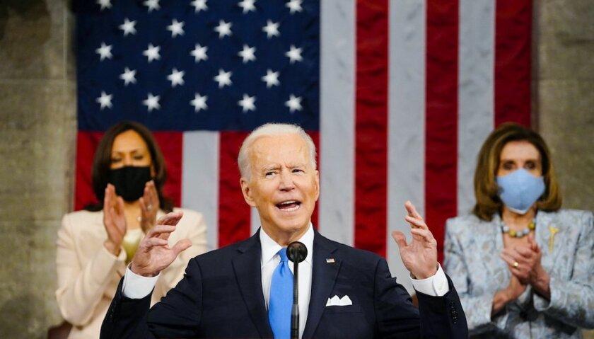 """Biden: """"Estados Unidos está resurgiendo"""""""