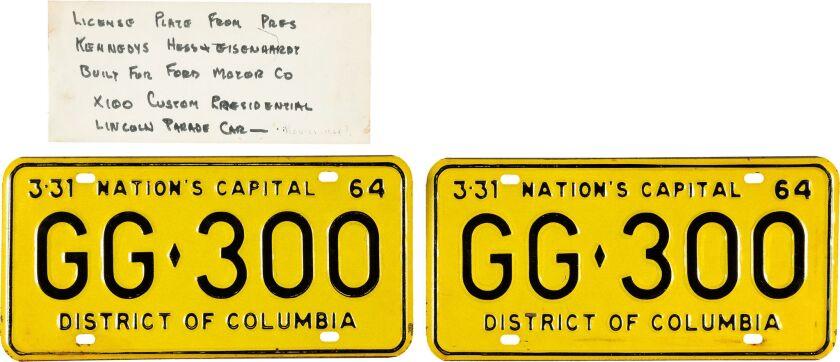 Las placas con la matrícula de la limusina en que viajaba el presidente John F. Kenned.