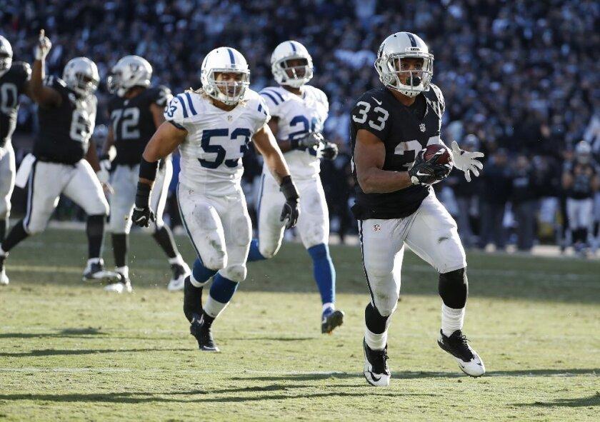 Los Raiders de Oakland enfrentarán a los Broncos en busca de un pase que les dé descanso en playoffs.