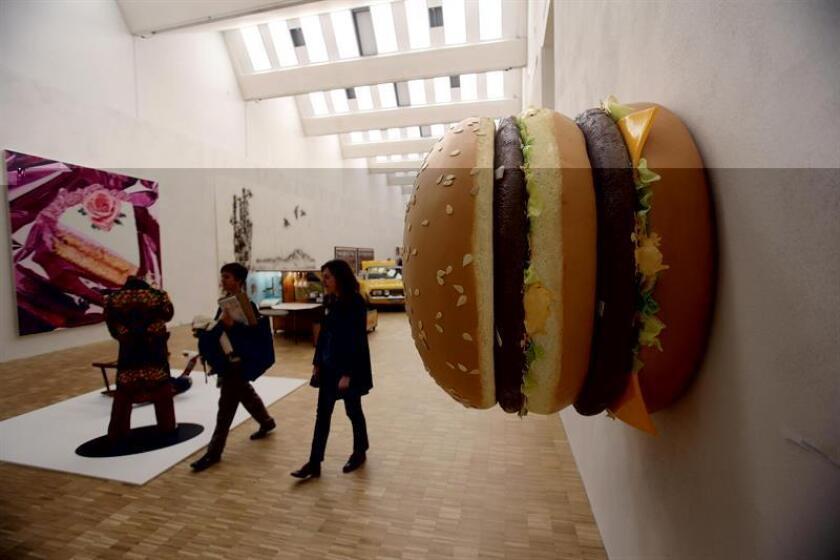 Con la hamburguesa, el diseño y la nostalgia como ingredientes básicos del menú, el Burger Beast Museum de Miami ha abierto sus puertas con un despliegue fascinante de más de 2.000 objetos que aúnan todo el sabor y la historia de la comida rápida estadounidense. EFE/ARCHIVO