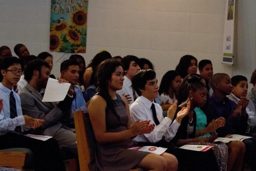 Decenas de líderes comunitarios hispanos y grupos de estudiantes latinos del estado de Iowa participaron hoy en la primera celebración del Día Latino en este estado, que tuvo lugar en el Capitolio de la capital, Des Moines. EFE/Archivo