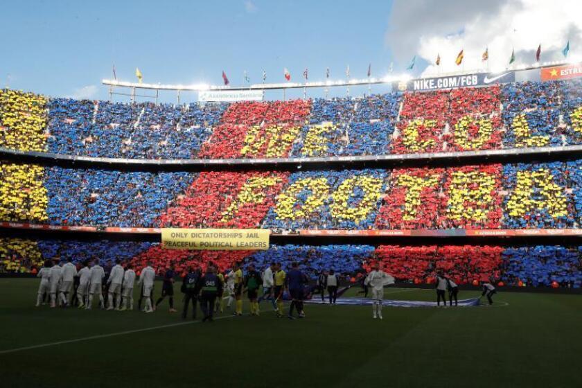 Vista de las gradas del estadio Camp Nou de Barcelona antes del comienzo del partido de la décima jornada de Liga que disputaron Real Madrid y FC Barcelona. EFE/Archivo