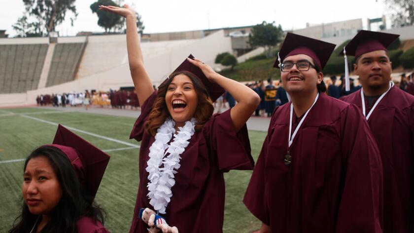 El Distrito Escolar Unificado de Los Ángeles anunció una tasa estimada de graduación del 75% para la clase de 2016 (Harrison Hill/Los Angeles Times).