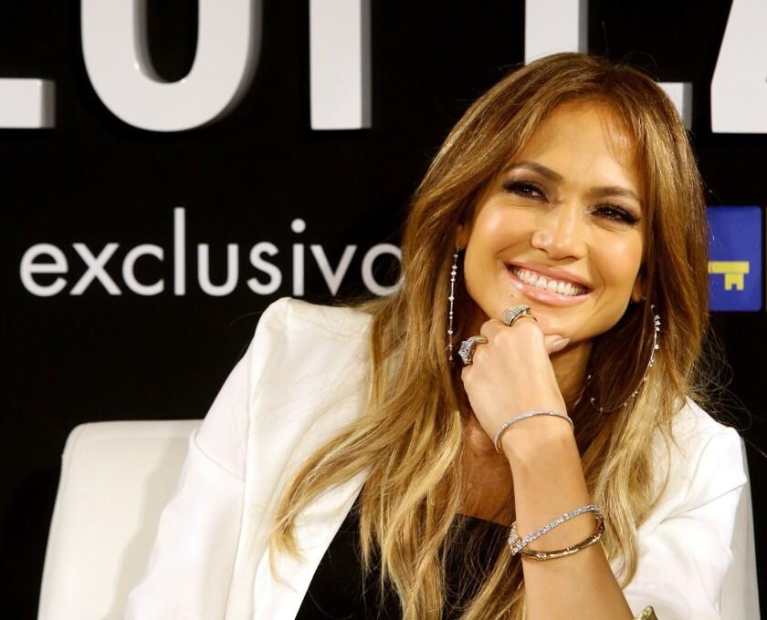 Debido al buen estado en que se mantiene, Jennifer Lopez ha mostrado frecuentemente sus bondades en fotografias.