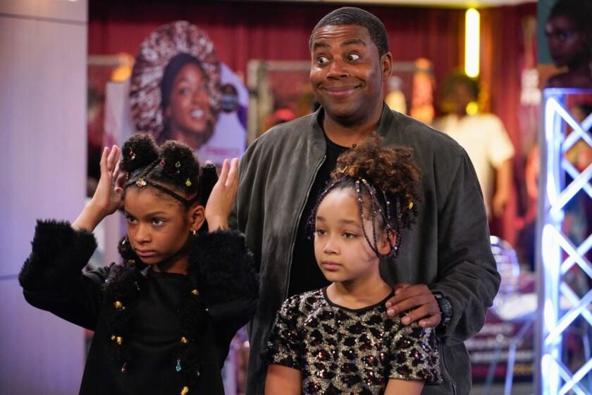 Kenan Thompson standing behind two young girls, Dani Lane, left, and Dannah Lane