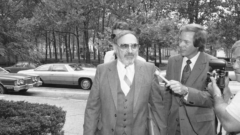 Mel Weinberg, left, arrives at Federal Court in Brooklyn at New York on Thursday, Aug. 21, 1980 to c