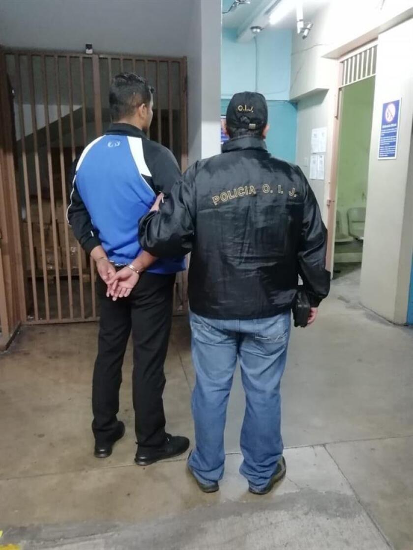 Fotografía cedida por el Organismo de Investigación Judicial (OIJ) de Costa Rica, que muestra al aresto de un nicaragüense hoy, en San José (Costa Rica). EFE/OIJ/SOLO USO EDITORIAL/NO VENTAS/MÁXIMA CALIDAD DISPONIBLE