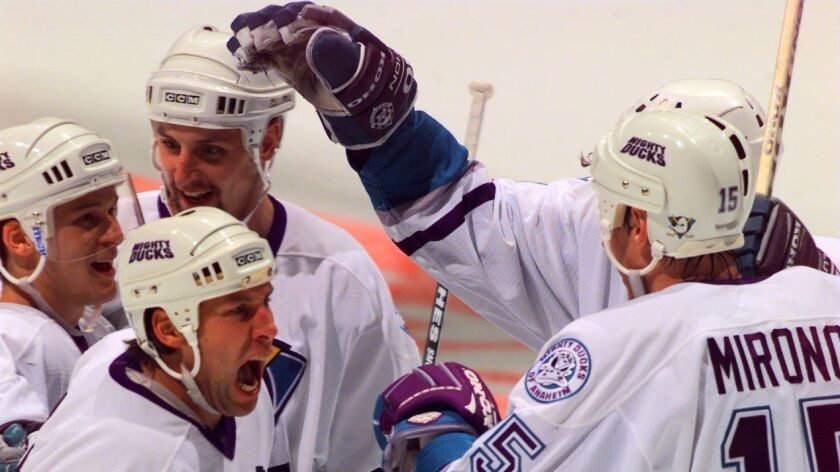 SP.DucksPlayoff5.4/16/97.RL––Mighty Ducks players celebrate after 1st period goal in the first Stanl