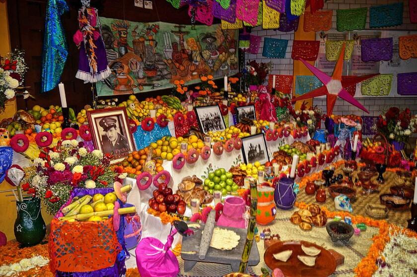 Una ofrenda típica de Mixquic, México.