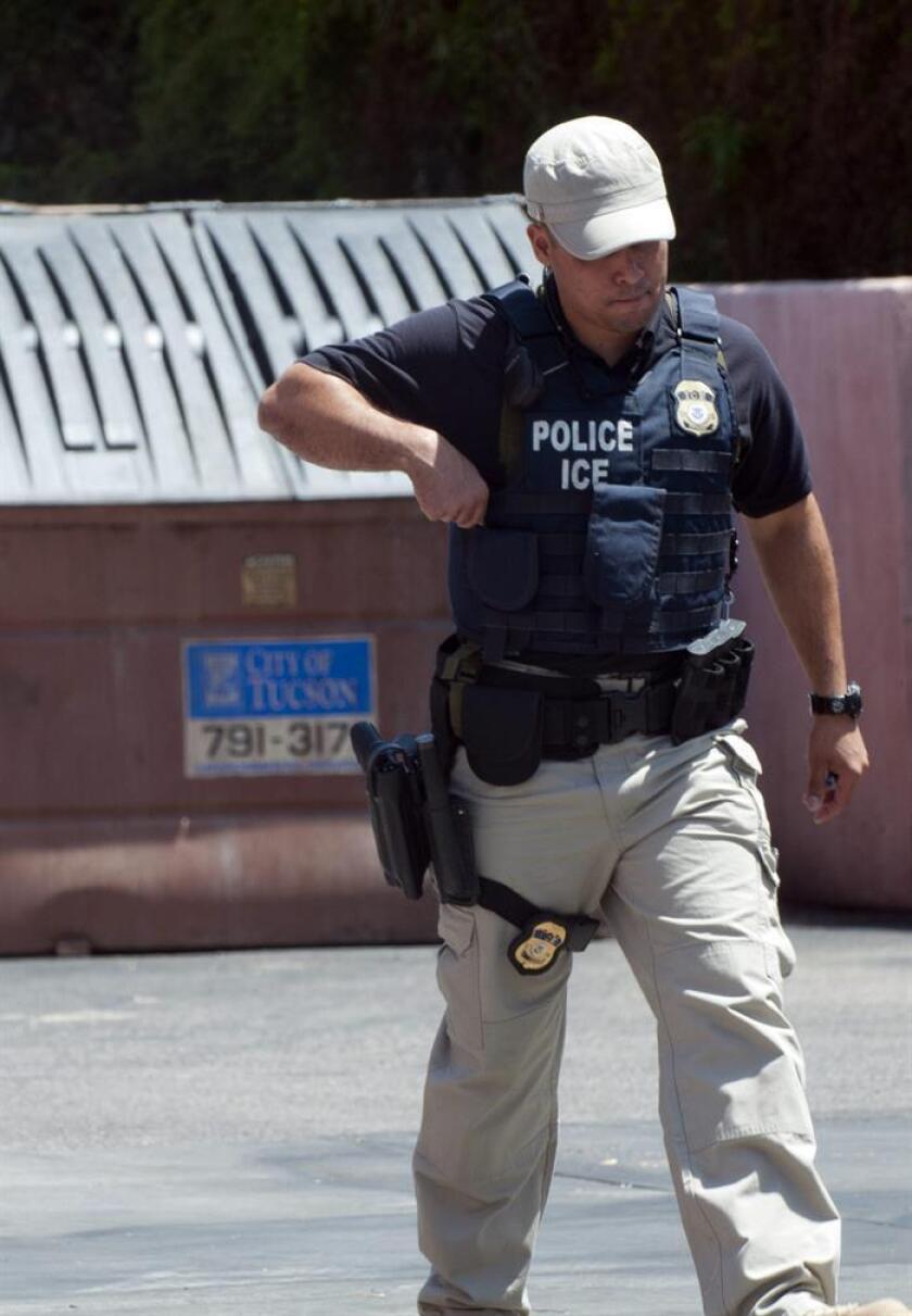 Portavoces del Servicio de Inmigración y Aduanas (ICE) rehusaron hoy precisar cuantos agentes más serán enviados a áreas declaradas santuarios de inmigrantes, como California, y que funciones realizarán. EFE/ARCHIVO