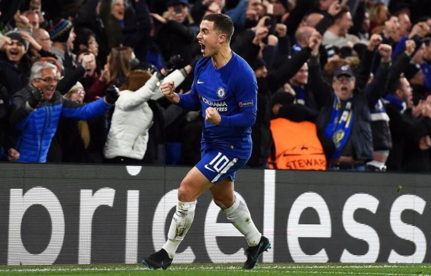 Eden Hazard del Chelsea celebra luego de anotar un gol en el estadio Stamford Bridge en Londres (Reino Unido). EFE/Archivo