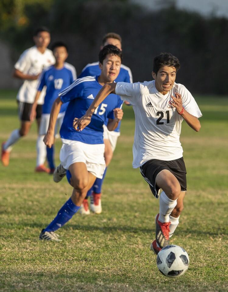Photo Gallery: Los Amigos vs. La Quinta in boys' soccer
