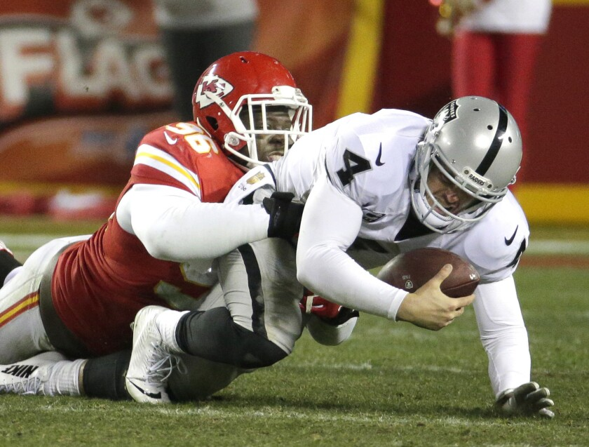 Chiefs win 10th straight, beating Raiders, 23-17