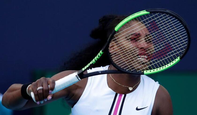 La estadounidense Serena Williams durante el partido contra la sueca Rebecca Peterson, en Miami. EFE