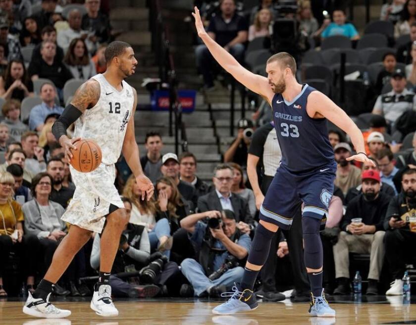 Marc Gasol (R) of the Memphis Grizzlies and LaMarcus Aldridge of the San Antonio Spurs during an NBA basketball game, Saturday, Jan. 05, 2019. EPA-EFE/WILLIAM ABATE