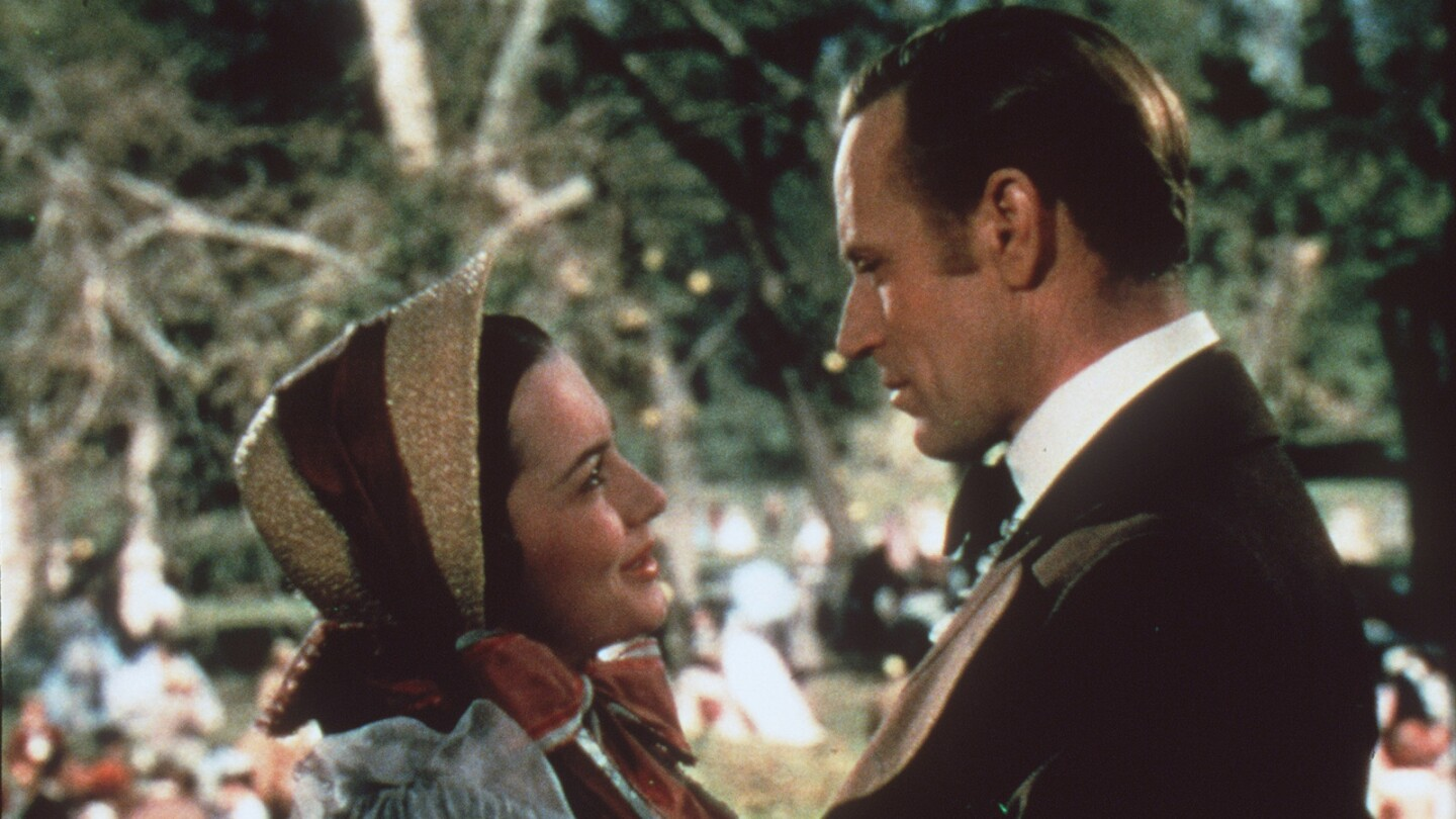 """Olivia de Havilland, with Leslie Howard, in the 1939 epic """"Gone With the Wind,"""" which earned her an Academy Award nomination for supporting actress. The film won several Oscars, including best picture."""