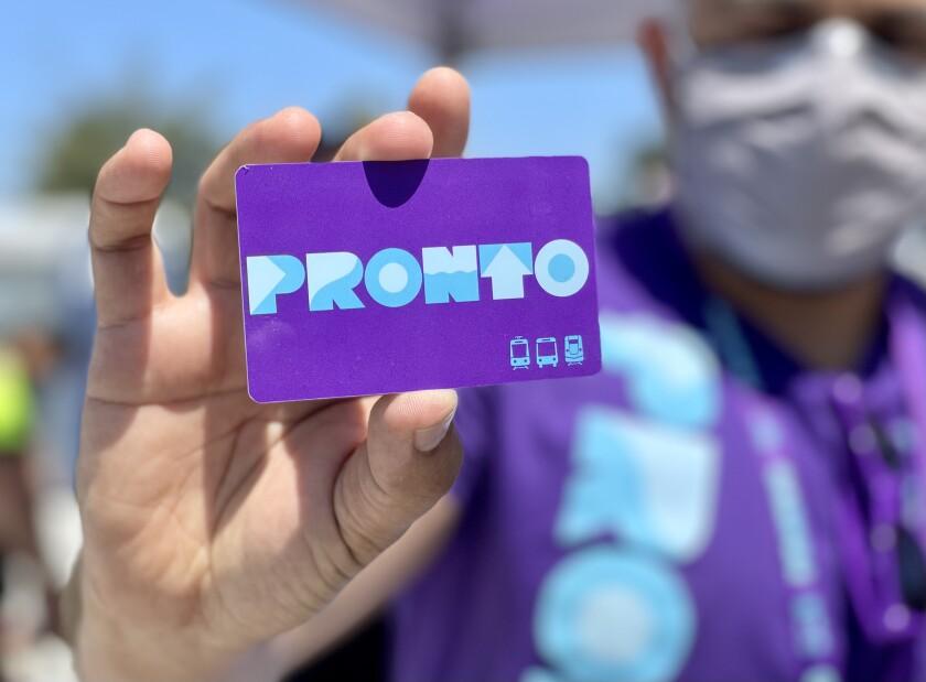 Marcial Gutiérrez con MTS muestra la nueva tarjeta Pronto