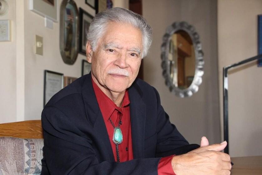 Rudolfo Anaya, receptor de su medalla del año 2015.