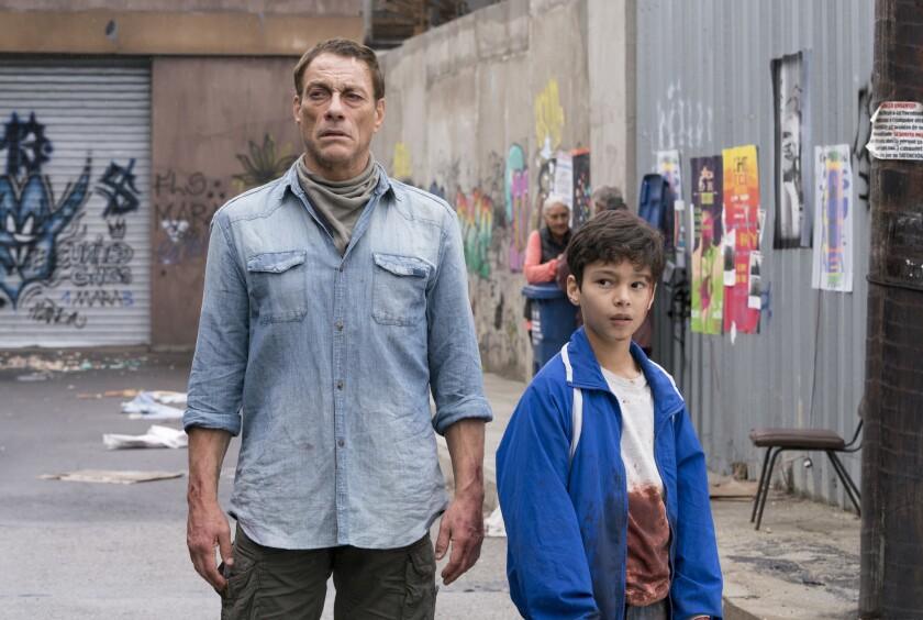 """La estrella del cine de acción Jean-Claude Van Damme interpreta un papel muy distinto al esperado en la nueva cinta """"We Are Young""""."""