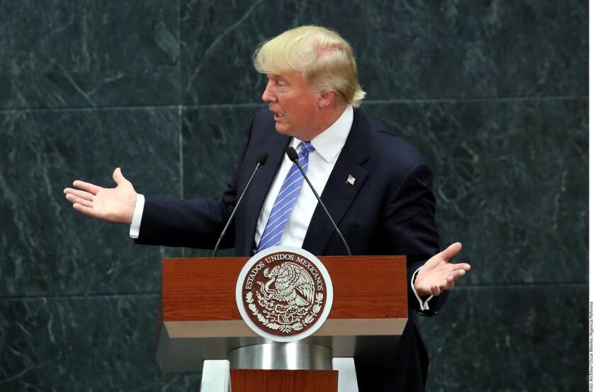 El candidato republicano a la presidencia, Donald Trump, fue multado por 2 mil 500 dólares por el Servicio de Rentas Internas (IRS, por sus siglas en inglés) por no haber notificado al fisco una donación.