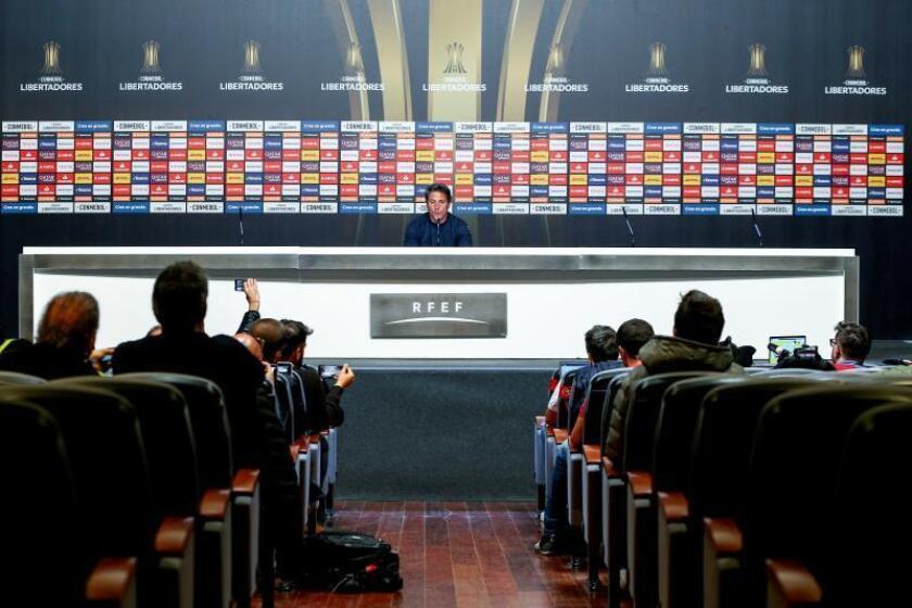 El técnico del Boca Juniors, Guillermo Barros Schelotto, durante la rueda de prensa que ofreció hoy en Ciudad del Fútbol de Las Rozas con motivo del partido de vuelta de la final de la Copa Libertadores que disputarán frente al River el domingo en el Santiago Bernabéu. EFE