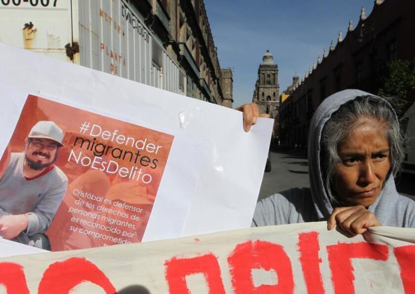 Liberan a 2 defensores de migrantes acusados de tráfico de personas en México