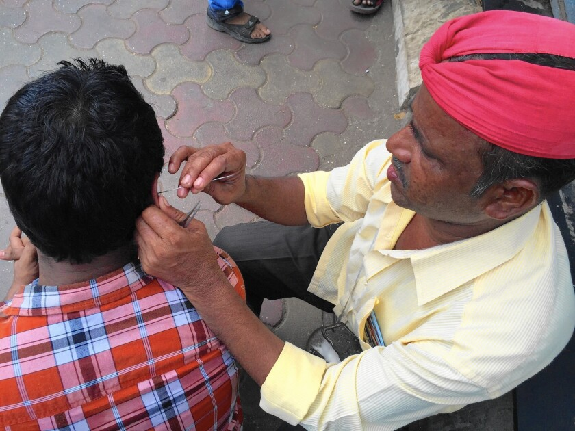 India's traditional ear de-waxing business is waning - Los