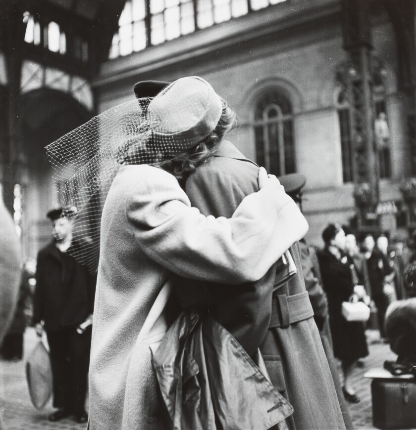 Alfred Eisenstaedt: Couple sharing farewell embrace in Penn Station
