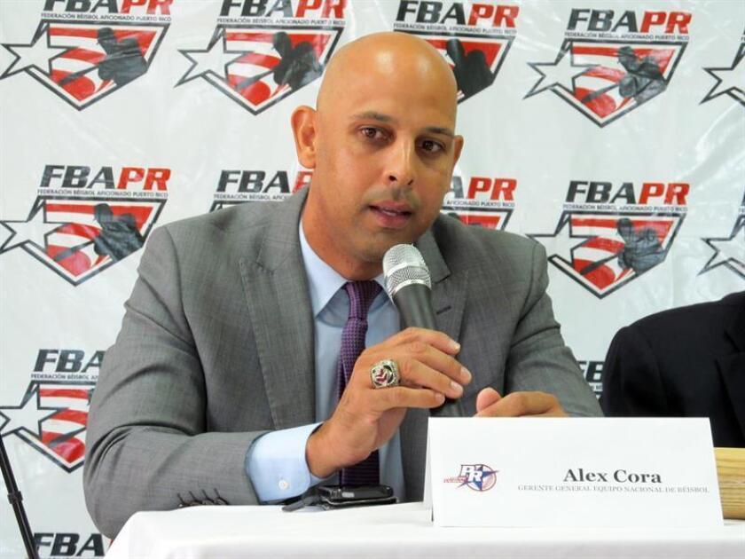 El exjugador de las Grandes Ligas, el puertorriqueño Alex Cora, habla el miércoles 2 de marzo 2016, durante una rueda de prensa en San Juan. EFE/Archivo