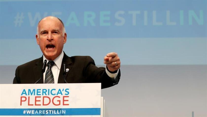 El gobernador, Jerry Brown, el fiscal general, Xavier Becerra, el presidente del senado estatal, Kevin De León, y alcaldes de grandes ciudades se unieron a esta cruzada que hasta el momento ha dejado victorias importantes como la promulgación de la Ley de los valores de California, SB 54. EFE/Archivo