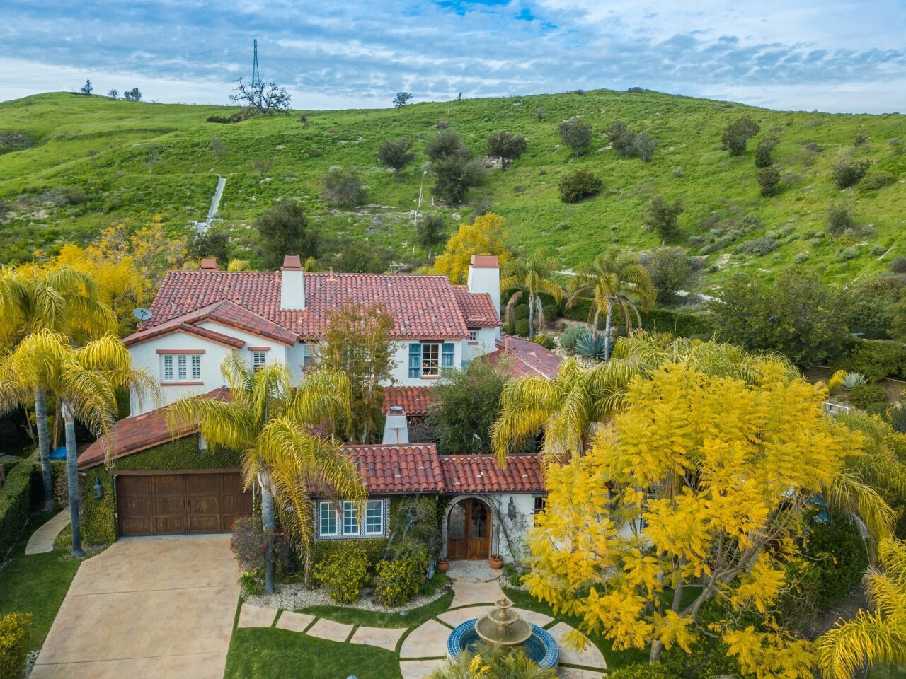 Mike Elizondo's Calabasas home | Hot Property