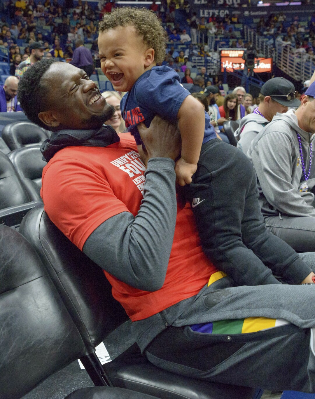 Julius Randle greets his then 2-year-old son Kyden before a game while playing with the Pelicans.
