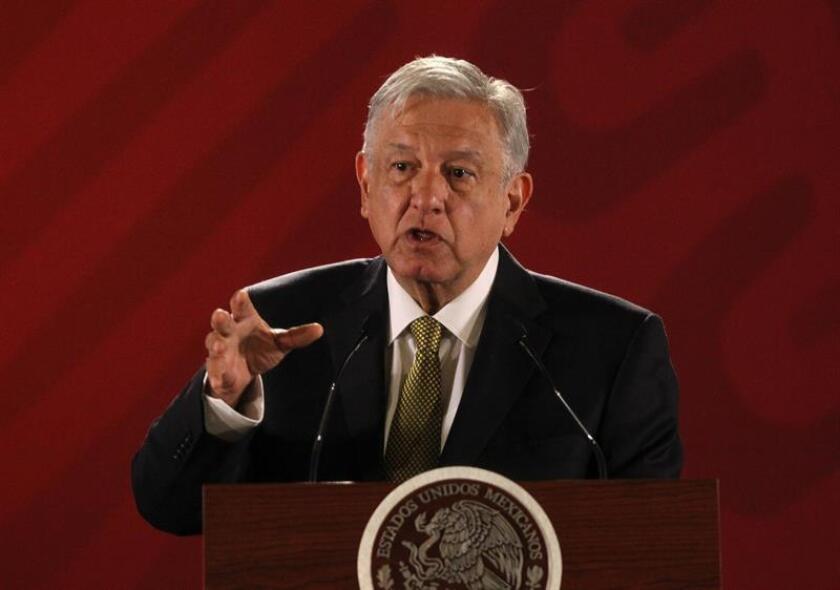 El Presidente de México, Andrés Manuel López Obrador, habla en rueda de prensa matutina este viernes, en el Palacio Nacional, en Ciudad de México (México). EFE