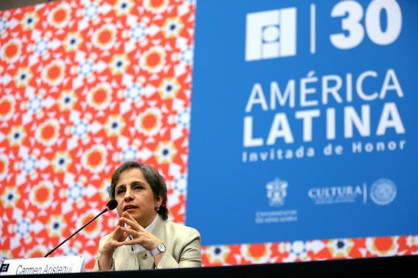 """La periodista Carmen Aristegui llamó hoy a los mexicanos a participar de la vida pública y les instó a buscar soluciones en uno mismo sin dejar de ser críticos con la """"espiral de violencia"""" y la """"falta de liderazgo"""" del actual Gobierno de Enrique Peña Nieto. EFE"""