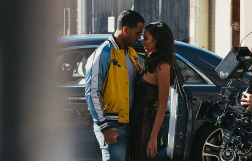 Romeo Santos y la actriz Génesis Rodríguez filman una escena del nuevo video del cantante, que se realizó en la ciudad de L.A. y se estrena hoy con motivo del Día del Amor.