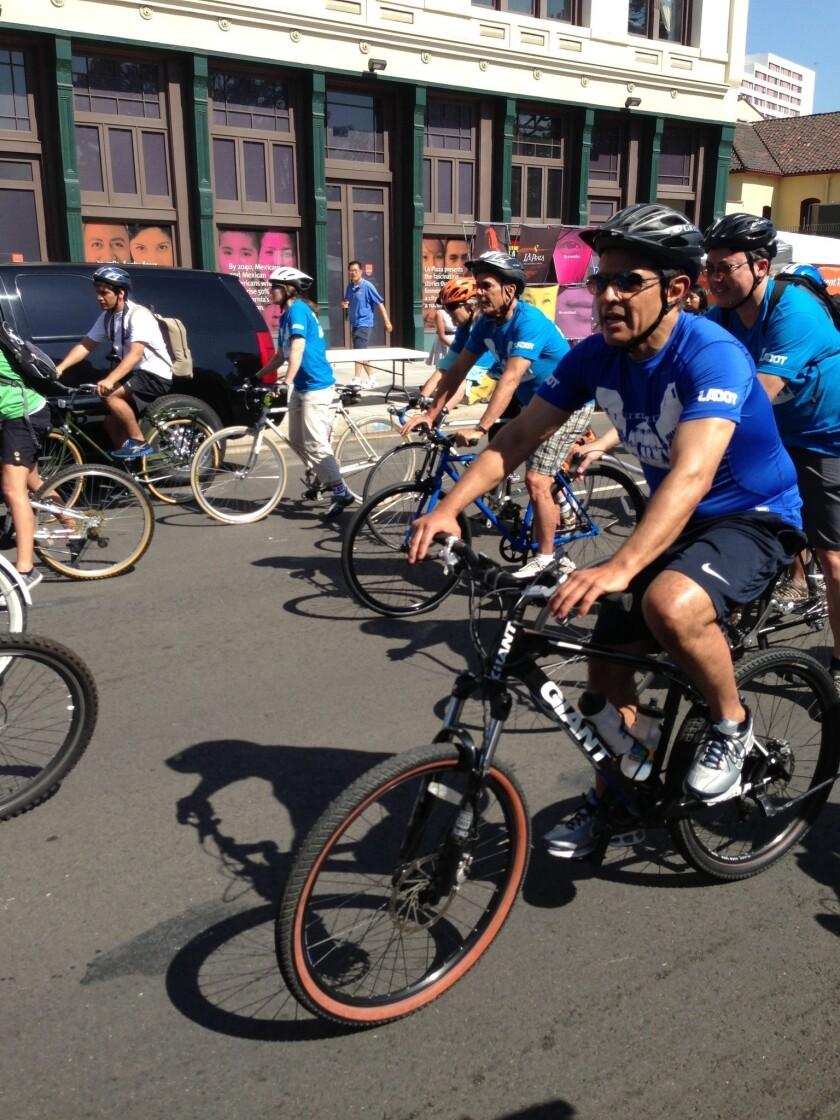 Mayor joins CicLAvia bikers, skaters taking over Venice Boulevard