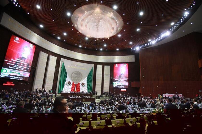 Una iniciativa de ley que regulará, mediante una reforma constitucional, los salarios de los funcionarios públicos en México fue presentada este martes en la Cámara de Diputados por Jorge Álvarez Máynez, diputado federal por representación proporcional. EFE/ARCHIVO
