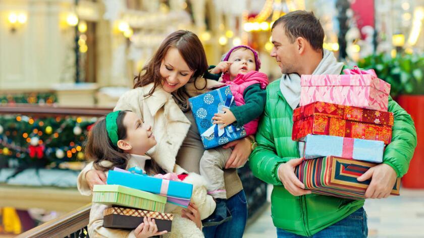 Cuánto gastar en regalos navideños depende del presupuesto y las relaciones individuales (Getty Images).