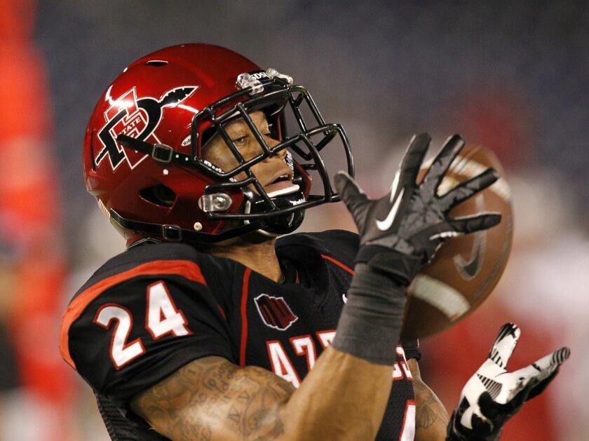 Aztecs Colin Lockett hauls in a touchdown pass in the 3rd quarter.