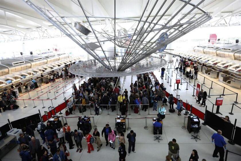 El estado de Nueva York anunció hoy un plan de 13.000 millones de dólares para reformar el principal aeropuerto de la Gran Manzana, el John F. Kennedy (JFK), y ampliarlo con dos nuevas terminales internacionales. EFE/Archivo