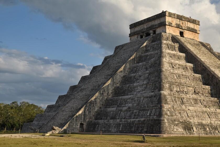Fotografía hoy, de la pirámide Kukulcán durante el fenómeno de luz y sombra