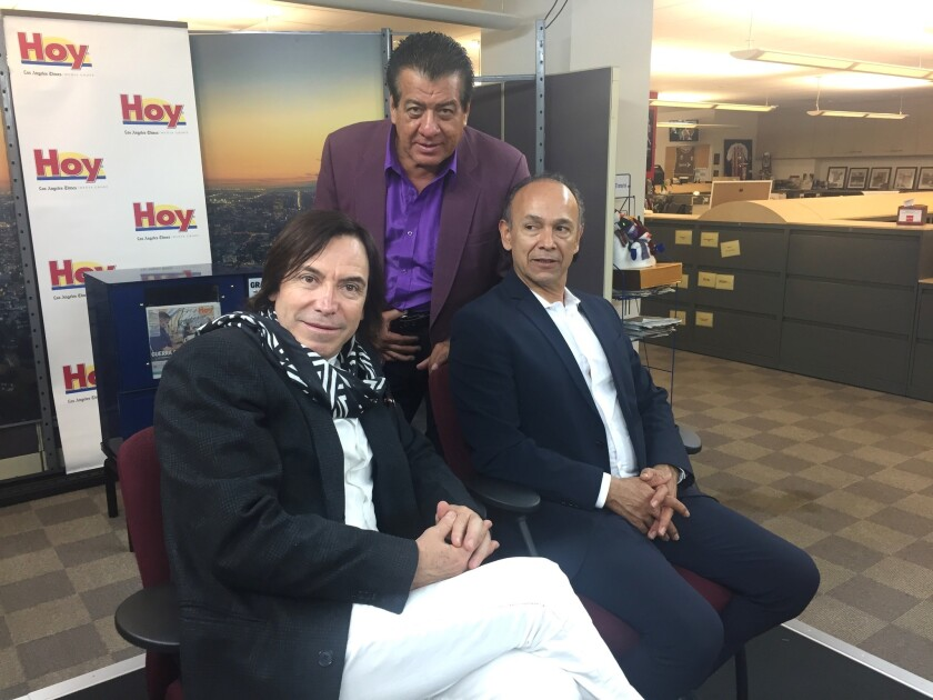 Los integrantes del grupo durante su visita a la redacción de HOY Los Ángeles.