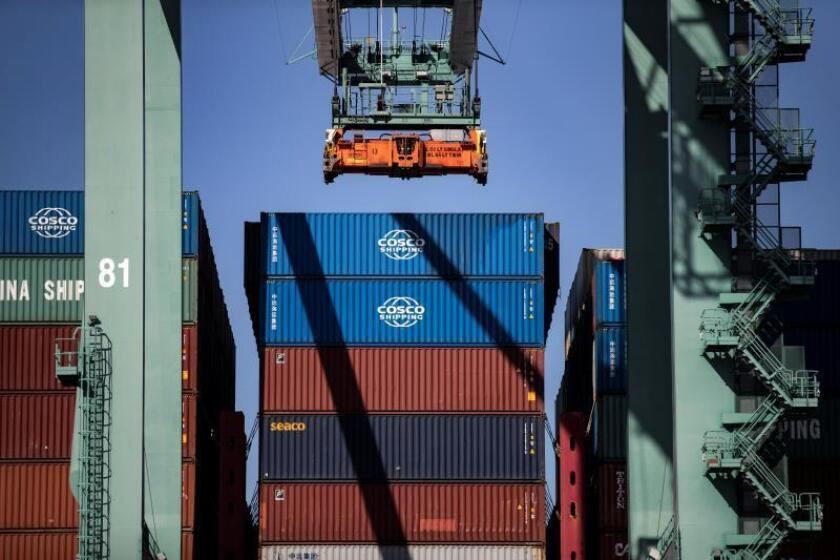 Containers are unloaded from the CSCL Yellow Sea cargo ship at the Los Angeles Port in Los Angeles, California. EFE/EPA/Etienne Laurent/File