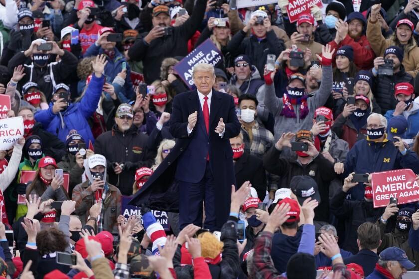 Trump recurre a estrategia del miedo en Michigan y Wisconsin