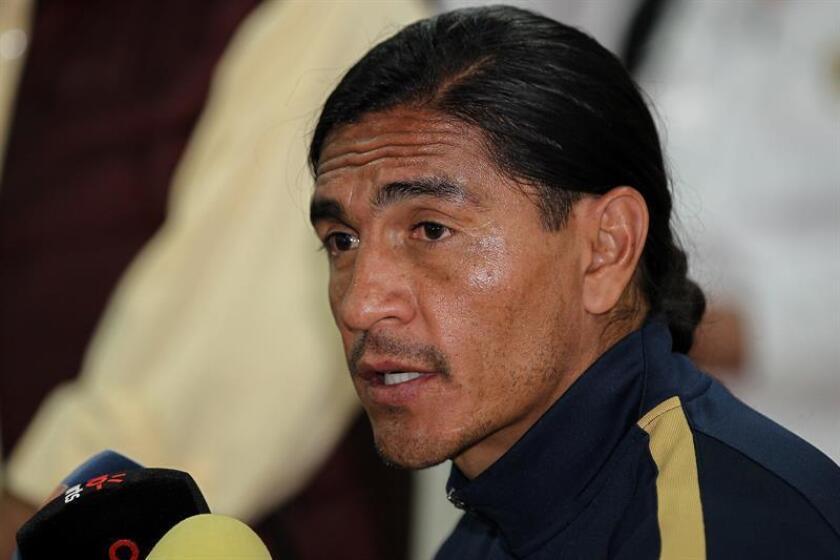 El entrenador de los Lobos Buap, Francisco Palencia, aseguró hoy estar conforme con la plantilla del equipo para el torneo Apertura 2018 porque con ella puede cumplir la meta de mantenerse en Primera división y mucho más. EFE/ARCHIVO