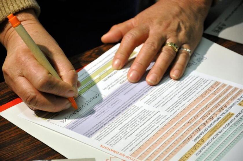 El Registro Demográfico de Puerto Rico, adscrito al Departamento de Salud, emitió certificados de vacunación, nacimiento, defunción y matrimonio a los puertorriqueños residentes en el Condado de Orange, Florida (EE.UU.), que participaron de la Expo de Salud y Familia, se informó hoy. EFE/ARCHIVO