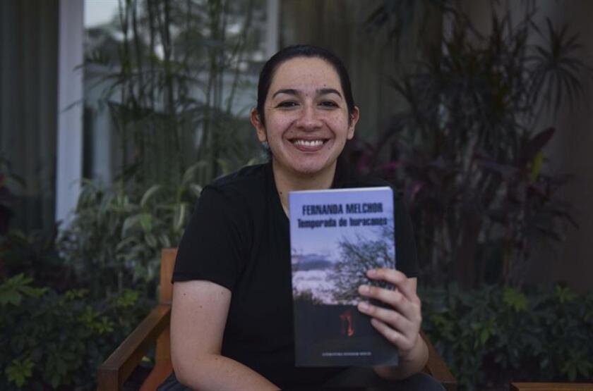 Fotografía del 19 de marzo de 2018 de la novelista mexicana Fernanda Melchos en El Salvador. EFE