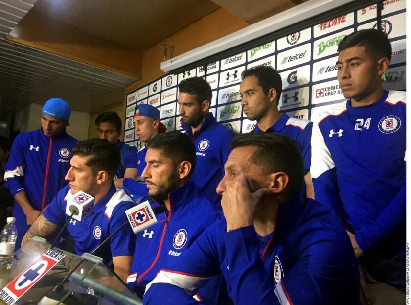 Jugadores del Cruz Azul hablan con la prensa tras la nueva derrota ante Atlas...