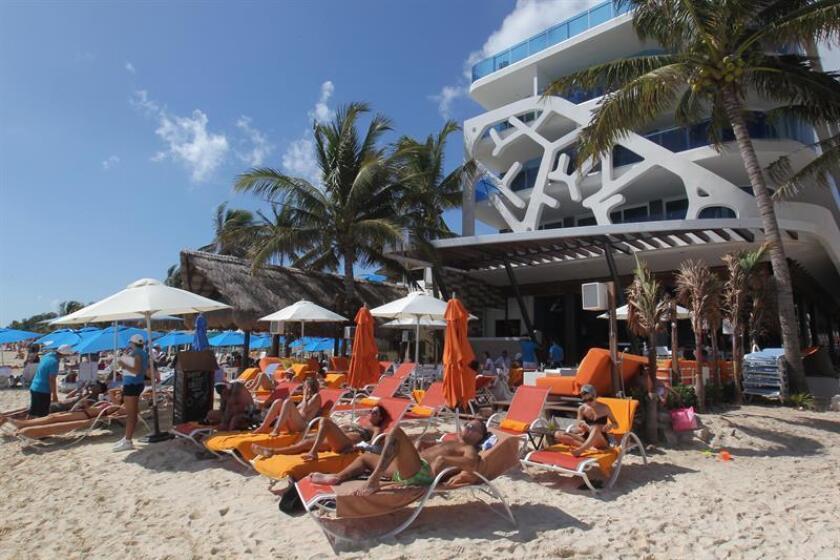 El Departamento de Estado revisa 17 casos de ciudadanos que piensan que enfermaron debido a la ingestión de alcohol adulterado durante sus vacaciones en destinos turísticos de México. EFE/ARCHIVO
